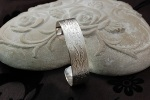 Rambling Rose Vintage-style Bangle