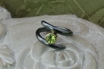 Twist of Fate Ring set with Peridot